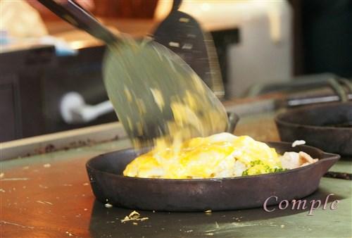 富良野オムカレーを鉄板焼き「まさ屋」で、特産品をフラノマルシェで味わう
